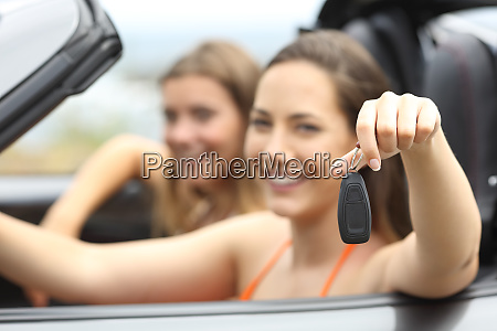 tourists showing a rental car keys