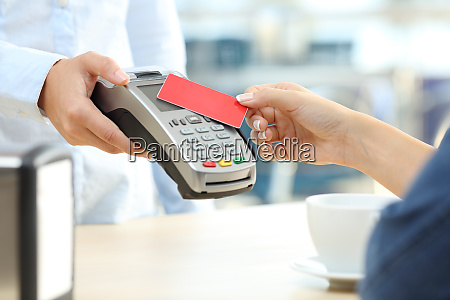 girl paying with a contactless credit