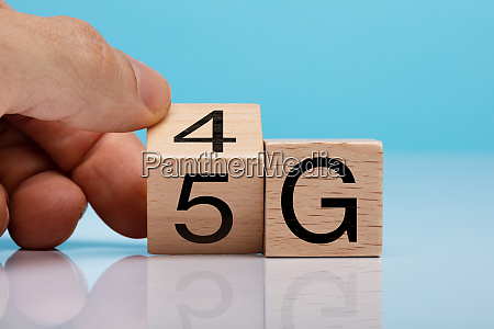 hand changing wooden block from 4g