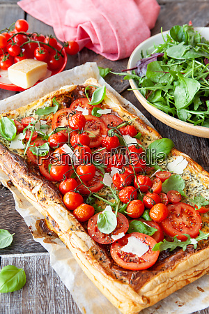 savoury pastry with fresh tomatoes