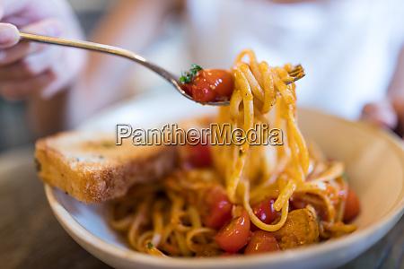 enjoy tomato pasta