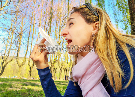 sneeze allergic hay fever pollen allergy