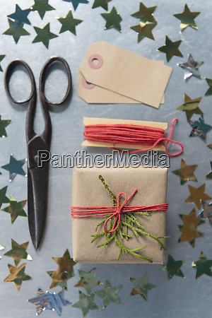 christmas present scissors and star shape