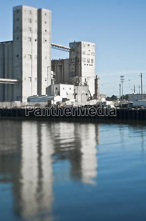 grain transfer facility at a seaport