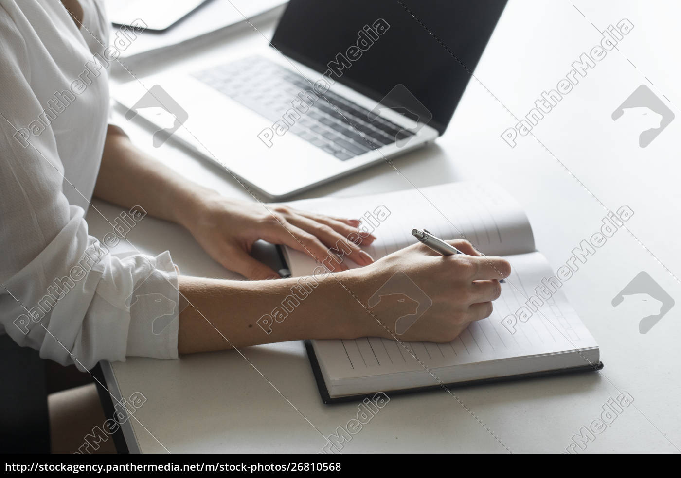hand, of, young, businesswoman, writing, notes - 26810568