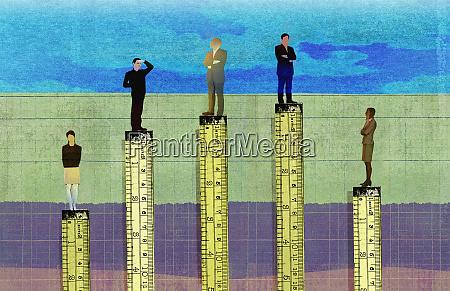 businessmen, higher, than, businesswomen, in, corporate - 26827656