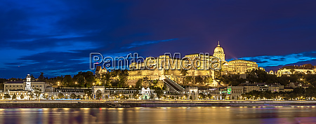 castle of budapest at night