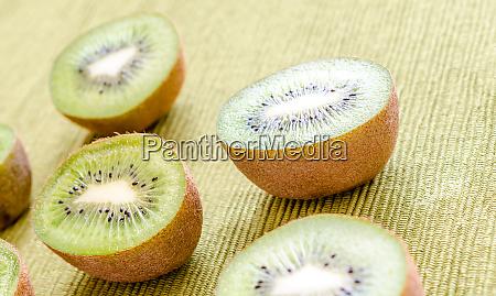 cross section kiwifruits