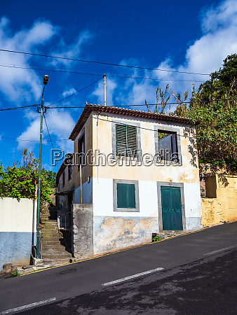 building and steeply road in funchal