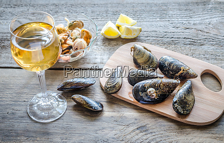 mussels with a glass of white