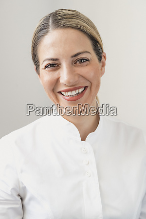 headshot of a smiling woman