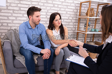 couple visiting psychologist for family problem