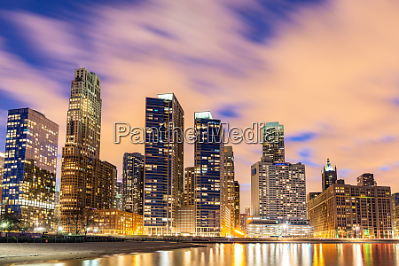 chicago skylines at night