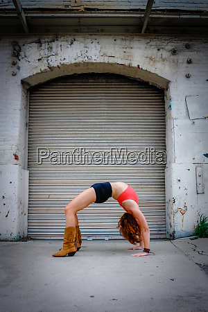 urban yoga outdoor yoga in the