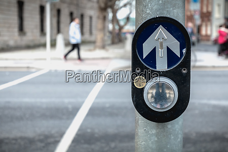 button to activate pedestrian crossing on