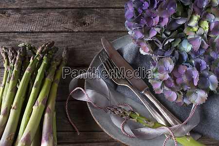 atmospheric food photography with asparagus