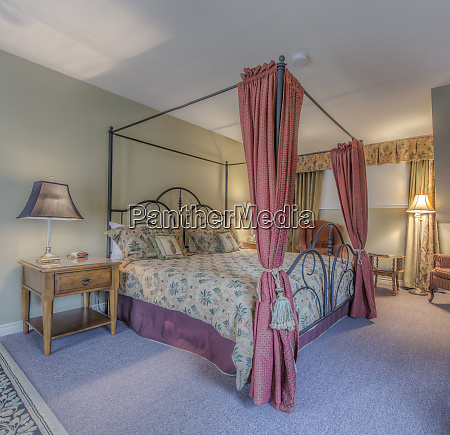 four poster bed in ornate bedroom
