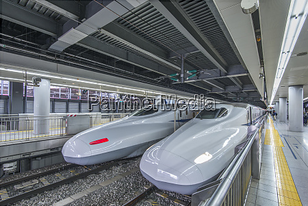 high speed trains in station tokyo
