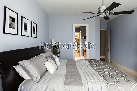 bed pictures and en suite bathroom