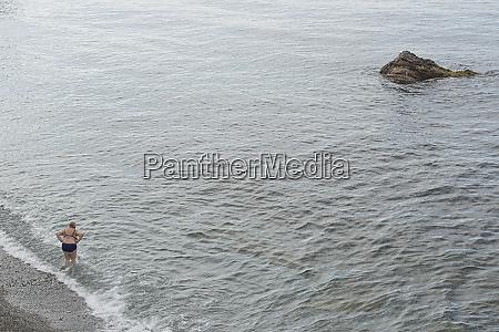 woman wading in ocean quinto genoa