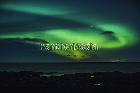 mysterious northern lights over ocean reykjanesbaer