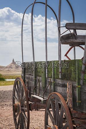 wooden wagon and chimney rock nebraska