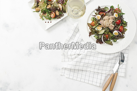 plate of salad with white wine