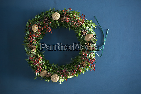 selfmade advent wreath box twigs rosehip
