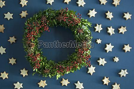 selfmade advent wreath boxwood twigs rosehip