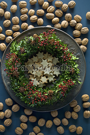 selfmade advent wreath boxwood twigs rosehip