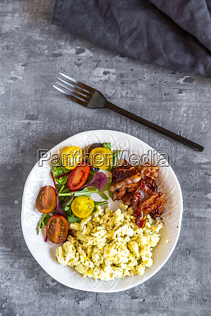 scrambled eggs with fried bacon and