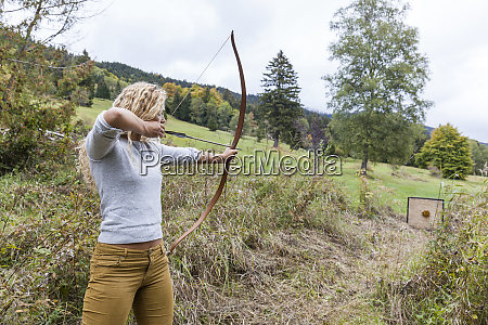 archeress aiming with her bow on