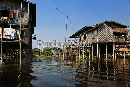 houses on the inle lake in