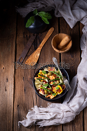 pasta salad with green asparagus olives