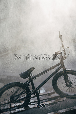 washing bmx bike