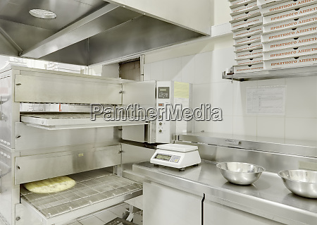 commercial kitchen pizza oven