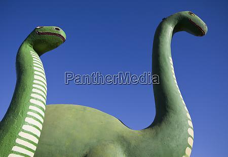 brontosaurus dinosaur statues