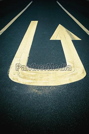 u turn sign on road