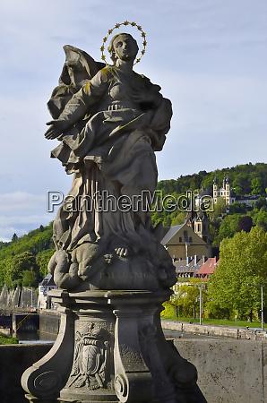 statue der frankonia vor wallfahrtskirche kaeppele