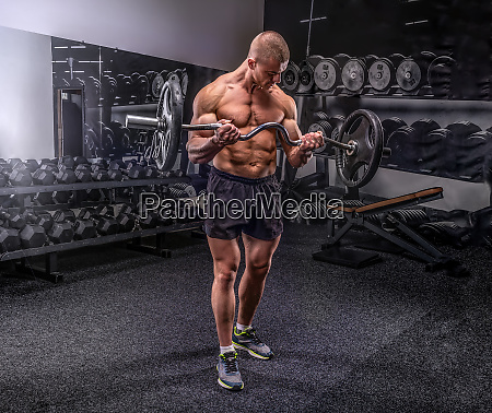 bodybuilder lifting barbell