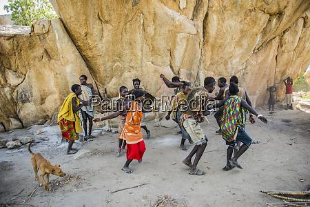 hadzabe men and women dance and
