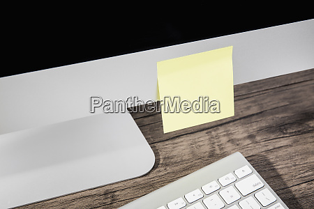 blank adhesive note on computer