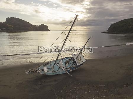 old yacht at benete beach maluk