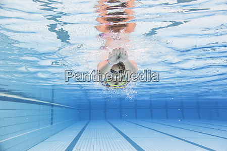 swimmer diving underwater