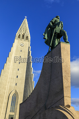 statue of leifur eiriksson outside hallgrimskirkja