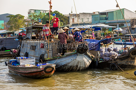the floating market outside of can
