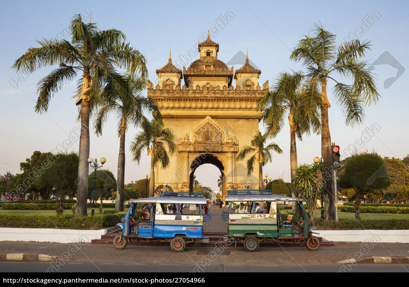 tuk-tuks, parked, in, front, of, the - 27054966