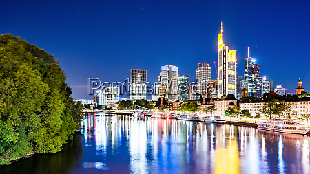 skyline of frankfurt with the river