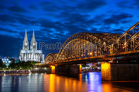 night in cologne at the river