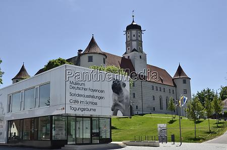 museum vor schloss hoechstaedt